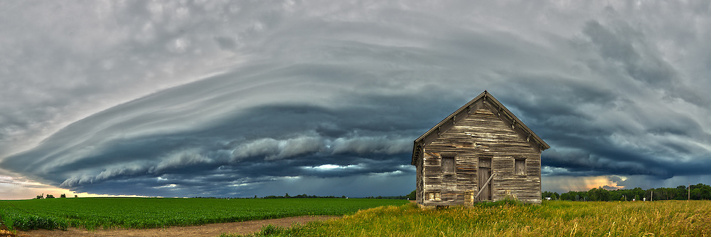 An ominous looking shelf cloud approaches an old abandoned house near McLean, Illinois.<br />