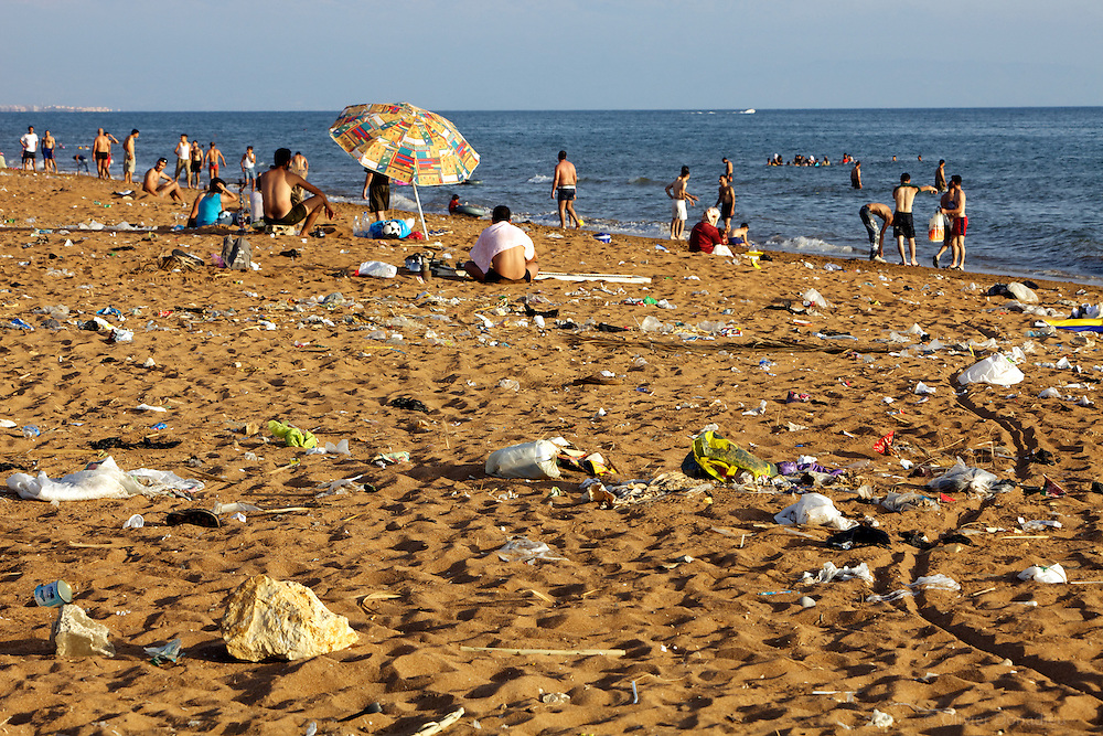 Pollution on the beach. Tartus, Syria. Pollution sur la plage de Tartous, Syrie.