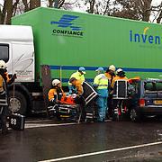 Ongeval met beknelling Crailoseweg Huizen, auto met 2 vrachtwagens, Jack van Delft