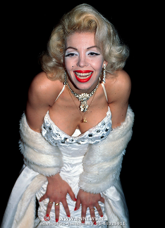 Opening Pathe Arena, Look a like Marylin Monroe