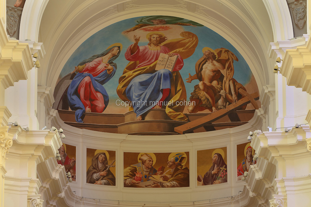 Fresco by Bruno Bruni or Bruno d'Arcevia, painted in 2013, in the dome the choir in the Cattedrale di Noto, an 18th century catholic cathedral in Sicilian Baroque style, Noto, Syracuse, Sicily, Italy. The building was designed by Rosario Gagliardi, and was completed in 1776 under the supervision of Bernardo Labisi. Much of Noto was rebuilt after the earthquake of 1693 and the Sicilian Baroque style is therefore prevalent. Noto is listed as a UNESCO World Heritage Site. Picture by Manuel Cohen