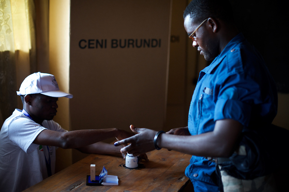 A Burundian National Policeman casts his vote at a polling station in Kinama neighbourhood in Bujumbura, to vote in the country's parliamentary elections, on June 29, 2015.