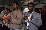 "prayer with rabbi Waldman who has converted 5000 ""Falashas""  from Ethiopia  givaat amatos, jerusalem  Israel     /// priere des ethiopiens avec le rabbin waldman qui a convertit 5000 ""falashas ""  givaat amatos, jerusalem  Israel nouveaux refugieé  /// R00287/    L004326  /  P0007177"