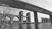 Nya och gamla järnvägsbron över Årstaviken på stambanan söderut från Stockholm.