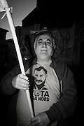Un sostenitore della Lega in piazza Maggiore a Bologna durante la manifestazione della Lega Nord con Forza Italia e Fratelli d'Italia. Bologna, 8 novembre 2015. Guido Montani / OneShot<br /> <br /> A lega Nord supporter joins the Lega Nord, Fratelli d'Italia and Forza Italia gathering in piazza Maggiore. Bologna, 8 november 2015 Guido Montani / OneShot