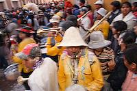 CARNAVAL DE HUMAHUACA, MUSICOS TOCANDO EN UNA CALLE DEL CENTRO, PROV. DE JUJUY, ARGENTINA