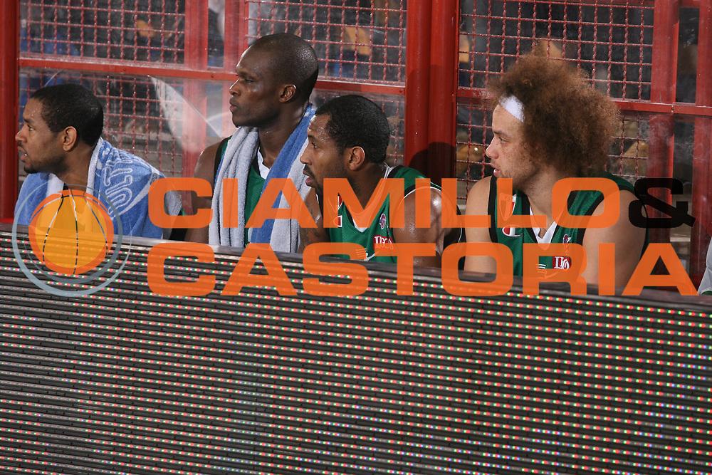 DESCRIZIONE : Porto San Giorgio Lega A1 2007-08 Premiata Montegranaro Montepaschi Siena <br /> GIOCATORE : Team Siena <br /> SQUADRA : Montepaschi Siena <br /> EVENTO : Campionato Lega A1 2007-2008 <br /> GARA : Premiata Montegranaro Montepaschi Siena <br /> DATA : 20/01/2008 <br /> CATEGORIA : Delusione <br /> SPORT : Pallacanestro <br /> AUTORE : Agenzia Ciamillo-Castoria/G.Ciamillo