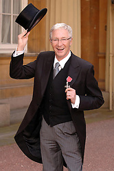 16/10/08, Paul O'Grady collects his MBE at Buckingham Palace in London, Ref: B68_122408_0008, Date: 16.10.2008, COMPULSORY CREDIT: UPPA/Photoshot. EXPA Pictures © 2015, PhotoCredit: EXPA/ Photoshot/ Jeff Spicer<br /> <br /> *****ATTENTION - for AUT, SLO, CRO, SRB, BIH, MAZ only*****