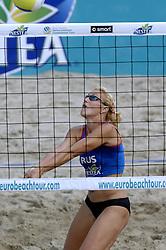 26-08-2006: VOLLEYBAL: NESTEA EUROPEAN CHAMPIONSHIP BEACHVOLLEYBALL: SCHEVENINGEN<br /> Uryadova, Natalya  (RUS) wint de gouden medaille<br /> ©2006-WWW.FOTOHOOGENDOORN.NL