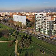 """In via Artom angolo via Garrone è stato costruito un nuovo edificio ad opera delle cooperative edilizie """"Giuseppe Di Vittorio"""" e """"San Pancrazio"""", laboratorio di bioedilizia e mix sociale, generazionale e funzionale"""