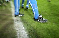 Fussball / ALLGEMEIN Spieler laeuft in das Stadion, Allgemein, Feature