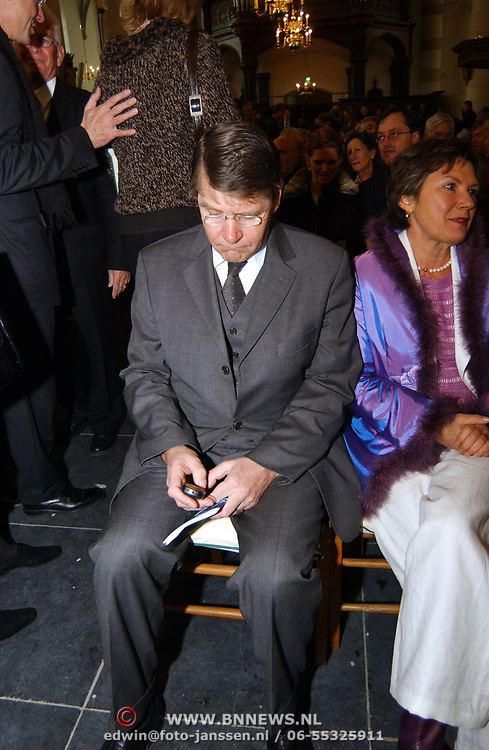 Mattheus Passion 2004 Naarden, Piet Hein Donner aan het sms en, problemen met zijn telefoon + vrouw