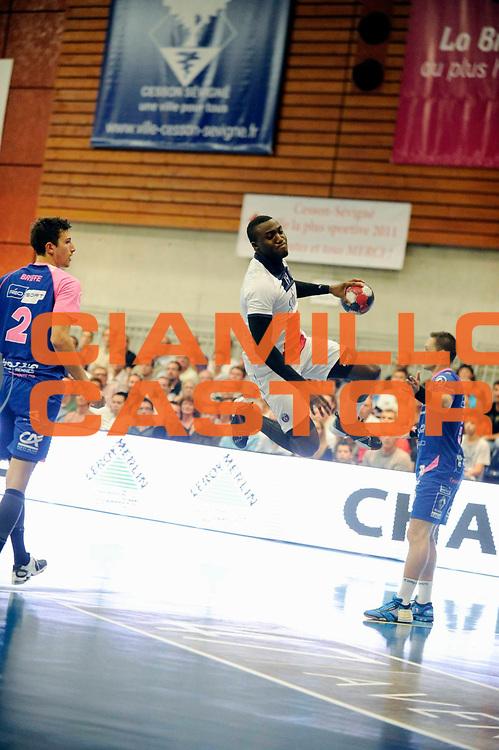 DESCRIZIONE : Handball Homme D1 Championnat de France<br /> GIOCATORE : Abalo Luc <br /> SQUADRA : Paris<br /> EVENTO : D1<br /> GARA : Cesson Paris<br /> DATA : 25 09 2013<br /> CATEGORIA : Handball Homme<br /> SPORT : Handball<br /> AUTORE : JF Molliere <br /> GALLERIA : France Hand 2013-2014 Action<br /> FOTONOZIA : Hand <br /> Predefinita :