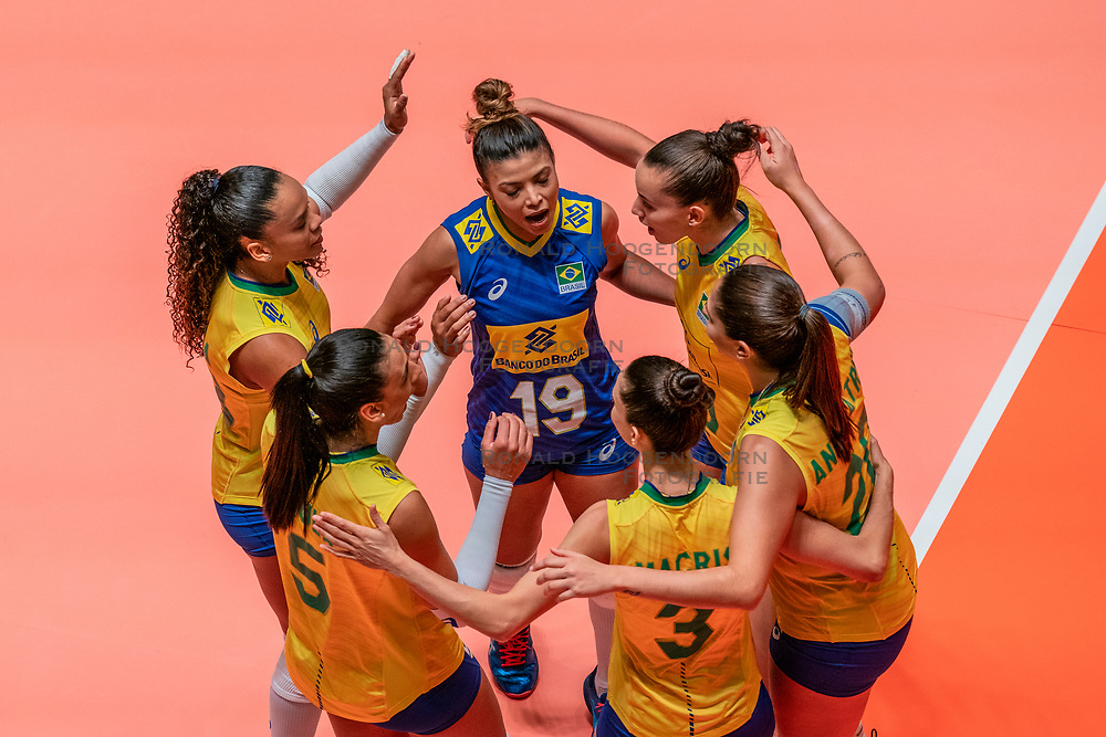 28-05-2019 NED: Volleyball Nations League Netherlands - Brazil, Apeldoorn<br /> <br /> Amanda Francisco #13 of Brazil, Leia Henrique Da Silva Nicolosi #19 of Brazil,