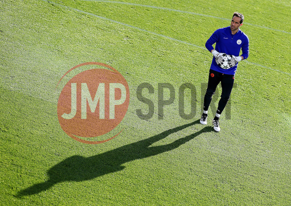 Manchester City goalkeeper Claudio Bravo warms up - Mandatory by-line: Matt McNulty/JMP - 18/10/2016 - FOOTBALL - Manchester City - Training session ahead of Champions League qualifier against FC Barcelona