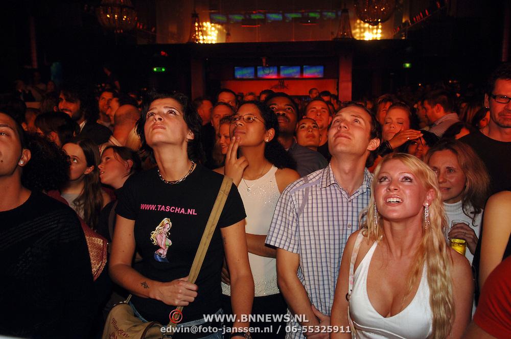 NLD/Amsterdam/20051111 - WK paaldansen 2005, publiek kijkt toe