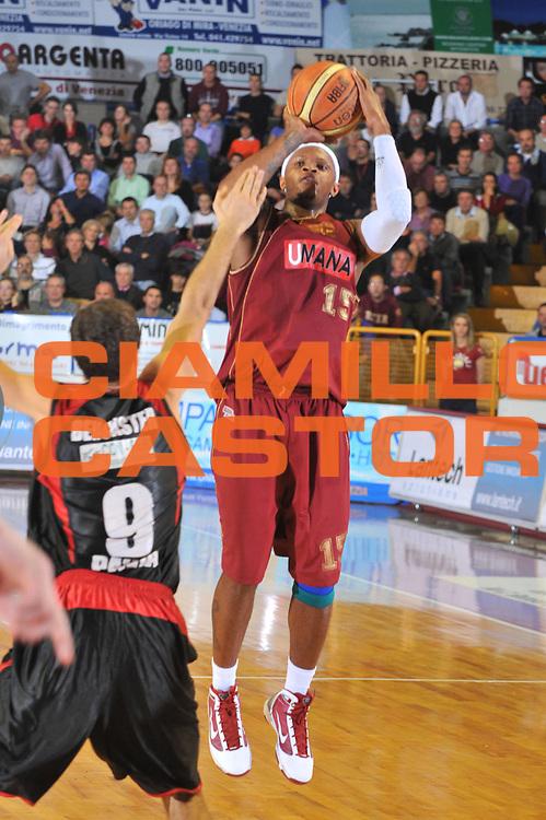 DESCRIZIONE : Venezia Lega A2 2009-10 Umana Reyer Venezia Nuova Pallacanestro Pavia<br /> GIOCATORE : Ronald Davis<br /> SQUADRA : Umana Reyer Venezia<br /> EVENTO : Campionato Lega A2 2009-2010<br /> GARA : Umana Reyer Venezia Nuova Pallacanestro Pavia<br /> DATA : 15/11/2009<br /> CATEGORIA : Tiro<br /> SPORT : Pallacanestro <br /> AUTORE : Agenzia Ciamillo-Castoria/M.Gregolin<br /> Galleria : Lega Basket A2 2009-2010 <br /> Fotonotizia : Venezia Campionato Italiano Lega A2 2009-2010 Umana Reyer Venezia Nuova Pallacanestro Pavia<br /> Predefinita :