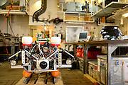 ROV onboard the research vessel Maria S. Merian during expdition MSM55 in the Arctic Ocean. Underwater photos can be taken using a photo camera built into a waterproof case. Multiple flashes and LEDs provide light. Svalbard, Spitsbergen, Norway. | ROV an Bord des Forschungsschiffs Maria S. Merian auf der Expedition MSM55 im Arktischen Ozean. Am ROV befindet sich eine Fotokamera in einem wasserdichten Gehäuse. Mehrere Blitze und LEDs sorgen für ausreichend Licht unter Wasser. Svalbard, Spitzbergen, Norwegen.