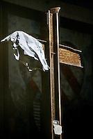New York Manhattan august 2003 .Ground Zero, overblijfsel van stalen constructie van World Trade Centre in de vorm van een kruis na de terrostische aanval op 9 september..Ground Zero, remainings of the steel construction of the World Trade Centre in the shape of a christian cross ..Foto David Rozing