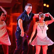 NLD/Hilversum/20130202 - 6de liveshow Sterren Dansen op het IJs 2013, Sterretje Tony Wyczynski en schaaspartner Alexandra Murphy