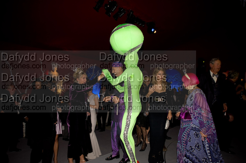 ANDRE BARTENEV; ZANDRA RHODES; Nicky Haslam party for Janet de Bottona nd to celebrate 25 years of his Design Company.  Parkstead House. Roehampton. London. 16 October 2008.  *** Local Caption *** -DO NOT ARCHIVE-© Copyright Photograph by Dafydd Jones. 248 Clapham Rd. London SW9 0PZ. Tel 0207 820 0771. www.dafjones.com.