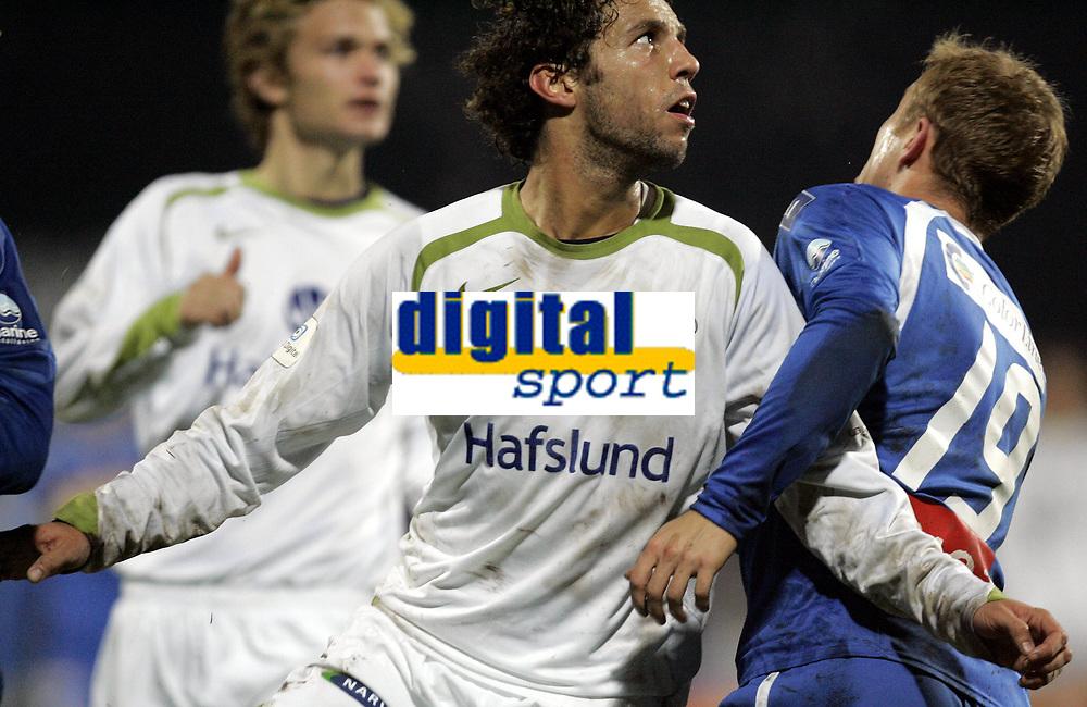 Fotball<br /> Tippeligaen 2006<br /> 29.10.2006<br /> Sandefjord v V&aring;lerenga / VIF Fotball 0-2<br /> Foto: Morten Olsen, Digitalsport<br /> <br /> Freddy dos Santos - VIF