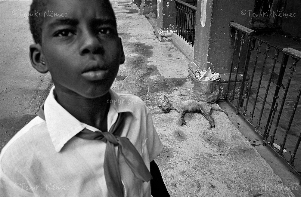 "CUBA/1994                                                                                                                    *EN: Rationing. Emigration. A shortage of basic foodstuffs, medicine, clothing and everyday necessities. Hunger and poverty. Prostitution. Disease. A police state, repression, imprisonment, torture and persecution... Beautiful nature, the ocean, paradise. Tourists. Socialism and permanent revolution. Fidel Castro, Che and the others. This is Cuba. The ""Island of Freedom"".Shortage of whatever - this is how one could describe Cuba's economy. Rationing, shortages medicine, milk, water and all basic foodstuffs and hygienic supplies. Daily queues for anything that could help a normal Cuban citizen slug it out 'till the next day, when the same marathon of survival begins once again. Barren stores, occasionally you can find rationed beans or rice. There's no meat, the same goes for fish and vegetables. Medicines? Dream on. Cubans on the island are often dependent on the help of relatives in the USA. Those send them US dollars, with which you can buy certain foods and necessities of daily life..*CZ: Pridelovy sytem. Emigrace. Nedostatek zakladnich potravin, leku, obleceni a veci denni potreby. Hlad a  bida. Prostituce. Nemoci. Policejni stat, represe, zavirani, muceni, pronasledovani... Krasna priroda, more, raj na zemi. Turiste. Socialismus a permanentni revoluce. Che, Fidel a ti ostatni. Kuba. ""Ostrov svobody"".Nedostatek cehokoli - tak by se dalo popsat hospodarstvi Kuby. Pridelovy system, nedostatek, potravin, leku, mleka, vody, a veskerych zakladnich potravin a hygienickych potreb. Denodenni fronty na cokoli, co by beznemu obcanovi Kuby pomohlo se protlouci do dalsiho dne, kdy zacne stejny maraton o preziti. Obchody zeji prazdnotou, obcas na pridel sezenete fazole ci ryzi. Maso neni, ryby a zelenina taktez ne.O lecich si bezny obcan necha zdat. Kubanci na ostrove jsou casto zavislí na pomoci pribuznych  z USA. Ti jim posilaji americké dolary, za k"