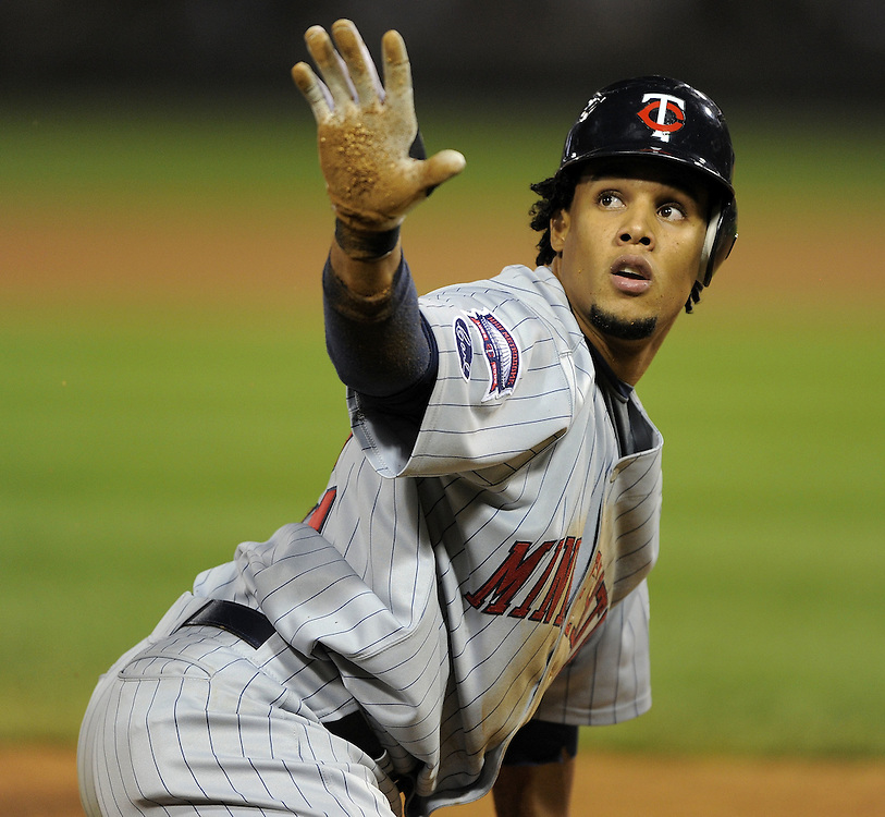 CHICAGO - SEPTEMBER 23:  Carlos Gomez #22 of the Minnesota Twins calls for time after stealing third base in the fourth inning against the Chicago White Sox on September 23, 2009 at U.S. Cellular Field in Chicago, Illinois.  (Photo by Ron Vesely)