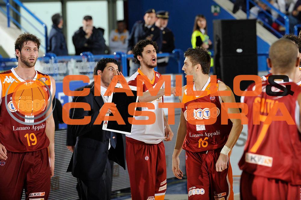 DESCRIZIONE : Porto San Giorgio Lega A 2010-11 Fabi Shoes Montegranaro Lottomatica Virtus Roma<br /> GIOCATORE : Antimo Martino<br /> SQUADRA : Lottomatica Virtus Roma<br /> EVENTO : Campionato Lega A 2010-2011<br /> GARA : Fabi Shoes Montegranaro Lottomatica Virtus Roma<br /> DATA : 01/05/2011<br /> CATEGORIA : coach<br /> SPORT : Pallacanestro<br /> AUTORE : Agenzia Ciamillo-Castoria/C.De Massis<br /> Galleria : Lega Basket A 2010-2011<br /> Fotonotizia : Porto San Giorgio Lega A 2010-11 Fabi Montegranaro Lottomatica Virtus Roma<br /> Predefinita :