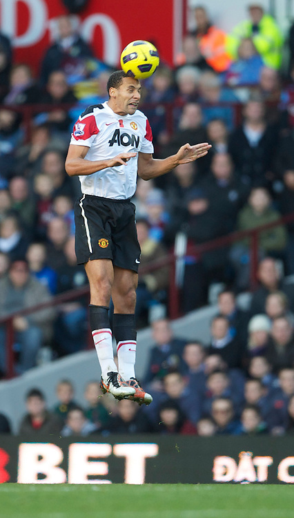 BIRMINGHAM, ENGLAND - Saturday, November 13, 2010: Manchester United's Rio Ferdinand in action against Aston Villa during the Premiership match at Villa Park. (Photo by David Rawcliffe/Propaganda)