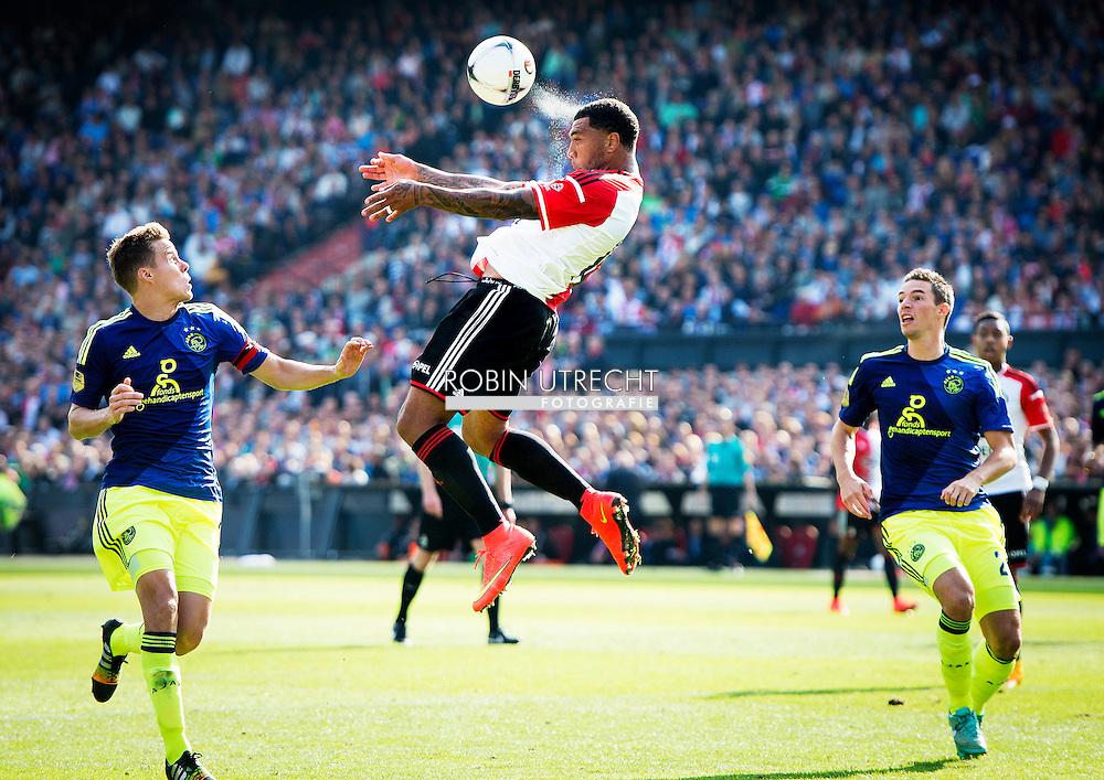 ROTTERDAM - Feyenoord ajax in de Kuip , Feyenoord verloor de wedstrijd met 0-1  in actie  COPYRIGHT ROBIN UTRECHT Colin Kazim Richerds kop de bal.