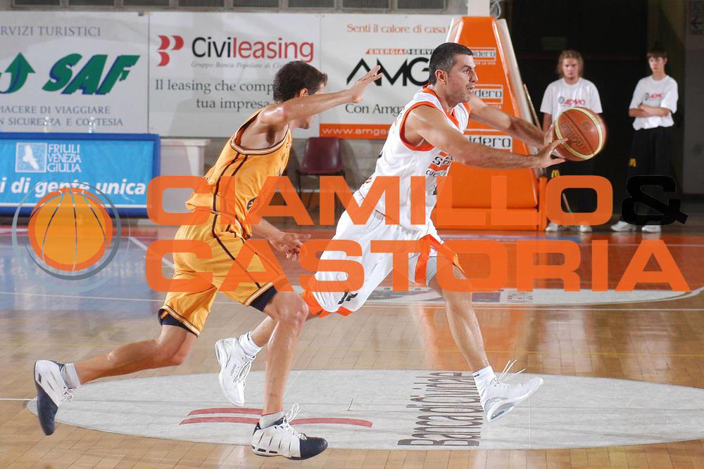 DESCRIZIONE : Udine Lega A1 2007-08 Memorial Rino Snaidero Snaidero Udine Gran Canaria<br />GIOCATORE : Vetoulas<br />SQUADRA : Snaidero Udine<br />EVENTO : Campionato Lega A1 2007-2008 <br />GARA : Snaidero Udine Gran Canaria<br />DATA : 22/09/2007 <br />CATEGORIA : Passaggio<br />SPORT : Pallacanestro <br />AUTORE : Agenzia Ciamillo-Castoria/M.Gregolin