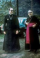 Foto de Archivo Monsenor Rivera y Damas junto a Monsenor Oscar Arnulfo Romero en el Hopital La Divida Providencia San Salvador. Photo: Imagenes Libres.