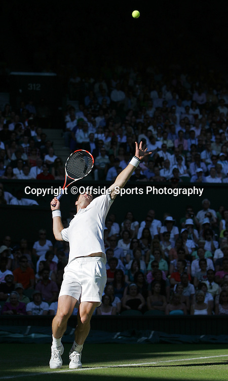 23/06/2009. The All England Lawn Tennis Championships. Andy Murray serves during his first round match against Robert Kendrick. Wimbledon, UK. Photo: Offside/Steve Bardens.