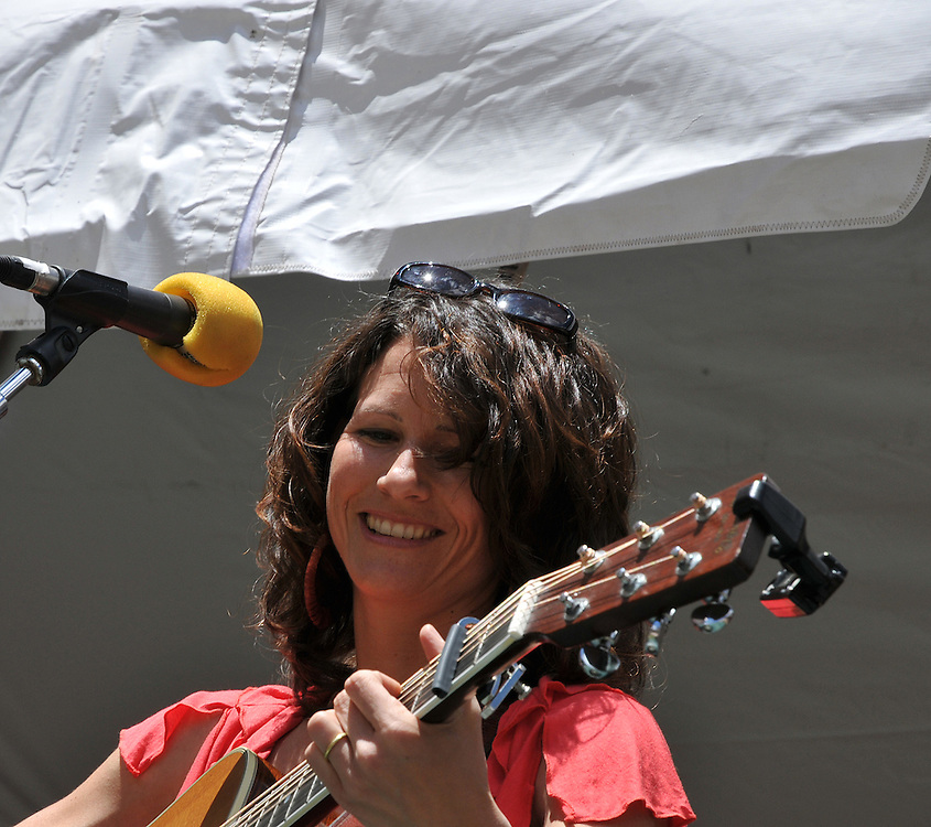 Amy Hoyt concert at 2010 Tucson Folk Festival. Event photography by Martha Retallick.