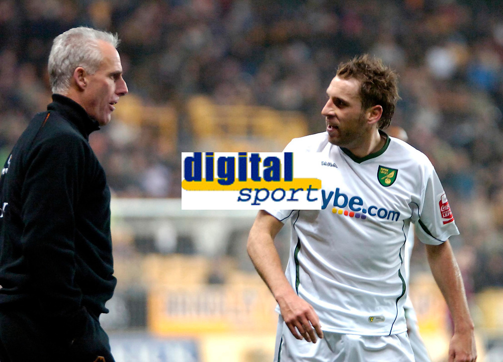 Photo: Ed Godden.<br />Wolverhampton Wanderers v Norwich City. Coca Cola Championship. 23/12/2006. Norwich's Darren Huckerby has words with the Wolves Manager Mick McCarthy.