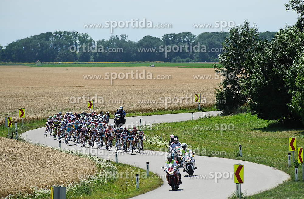 08.07.2011, AUT, 63. OESTERREICH RUNDFAHRT, 6. ETAPPE, HAINBURG-BRUCK AN DER LEITHA, im Bild ein Feature mit dem Feld der Fahrer // during the 63rd Tour of Austria, Stage 6, 2011/07/08, EXPA Pictures © 2011, PhotoCredit: EXPA/ S. Zangrando