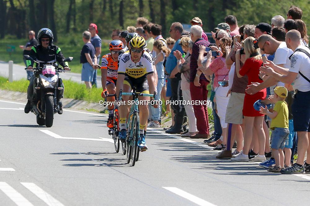 07-05-2016: Wielrennen: Giro: Nijmegen<br />NIJMEGEN (NED) wielrennen Tussen Arnhem en Nijmegen reden de renners de eerste etappe van de 99e Giro Italia.<br />Ontsnapping met Maarten Tjallingi