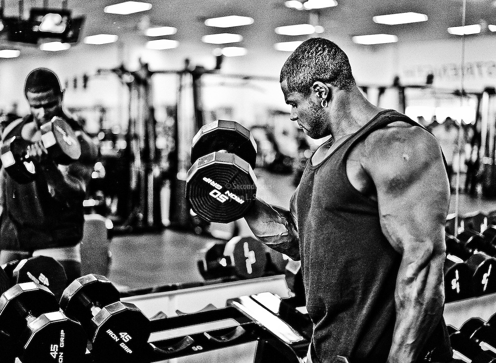 Bodybuilder Sean Jones doing dumb bell bicep curls