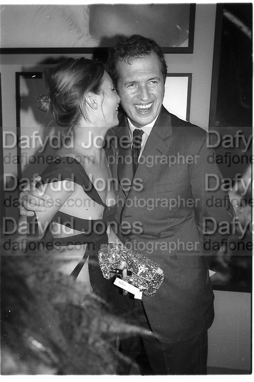 Kate Moss and Mario Testino. Mario Testino portraits. National Portrait Gallery. 29/1/02 © Copyright Photograph by Dafydd Jones 66 Stockwell Park Rd. London SW9 0DA Tel 020 7733 0108 www.dafjones.com