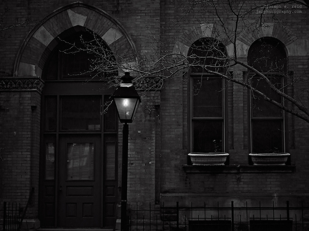 Gas lamp in front of Brooklyn Heights building, Brooklyn, NY, US