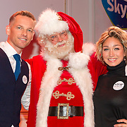 NLD/Hilversum/20151207- Sky Radio's Christmas Tree for Charity, Barry Atsma met Do en de kerstman