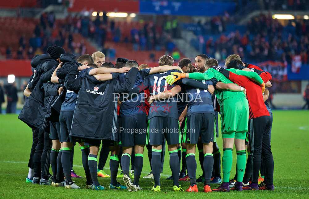 VIENNA, AUSTRIA - Thursday, October 6, 2016: Wales' captain Ashley Williams speaks to the players in a group huddle after the 2-2 draw with Austria during the 2018 FIFA World Cup Qualifying Group D match at the Ernst-Happel-Stadion. (Pic by David Rawcliffe/Propaganda)