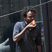Quasi 800 profughi di cui più di 100 bambini vengono ospitati nella struttura di accoglienza Baobab di Via Cupa a Roma. La struttura può accogliere circa 220 migranti. Semplici cittadini e il gruppo SEL hanno raccolto generi alimentari da distribuire agli all'interno della struttura. Un ragazzo mangia un pomodoro.