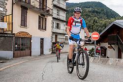 10-09-2017 FRA: BvdGF Tour du Mont Blanc day 1, Beaufort <br /> Vandaag vertrekken we vanuit Papendal in Arnhem naar naar het plaatsje Beaufort (nabij Chamonix) in Frankrijk / Jaap