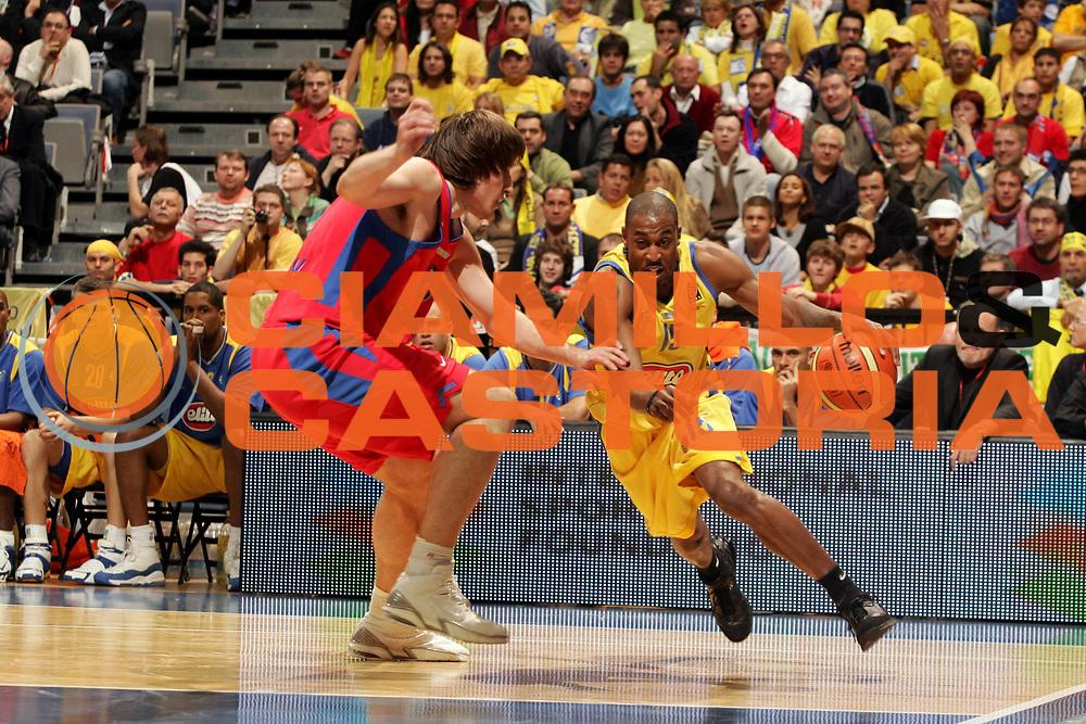 DESCRIZIONE : Praga Eurolega 2005-06 Final Four Finale 1-2 Posto Cska Mosca Maccabi Tel Aviv<br />GIOCATORE : Solomon<br />SQUADRA : Maccabi Tel Aviv<br />EVENTO : Eurolega 2005-2006 Final Four Finale 1-2 Posto <br />GARA : Cska Mosca Maccabi Tel Aviv<br />DATA : 30/04/2006 <br />CATEGORIA : Palleggio<br />SPORT : Pallacanestro <br />AUTORE : Agenzia Ciamillo-Castoria/P.Lazzeroni: