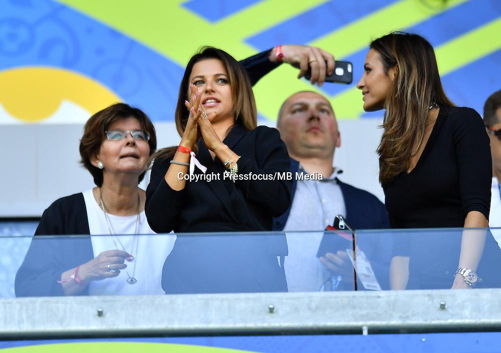 2016.06.25 Saint-Etienne<br /> Pilka nozna Euro 2016<br /> mecz 1/8 finalu Szwajcaria - Polska<br /> N/z Anna Lewandowska Sara Boruc<br /> Foto Lukasz Laskowski / PressFocus<br /> <br /> 2016.06.25<br /> Football UEFA Euro 2016 <br /> Round of 16 game between Switzerland and Poland<br /> Anna Lewandowska Sara Boruc<br /> Credit: Lukasz Laskowski / PressFocus