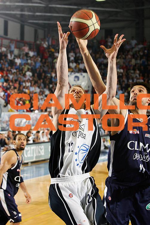 DESCRIZIONE : Napoli Lega A1 2005-06 Play Off Semifinale Gara 4 Carpisa Napoli Climamio Fortitudo Bologna <br /> GIOCATORE : Mason Rocca<br /> SQUADRA : Carpisa Napoli <br /> EVENTO : Campionato Lega A1 2005-2006 Play Off Semifinale Gara 4 <br /> GARA : Carpisa Napoli Climamio Fortitudo Bologna <br /> DATA : 09/06/2006 <br /> CATEGORIA : Rimbalzo<br /> SPORT : Pallacanestro <br /> AUTORE : Agenzia Ciamillo-Castoria/S.Silvestri