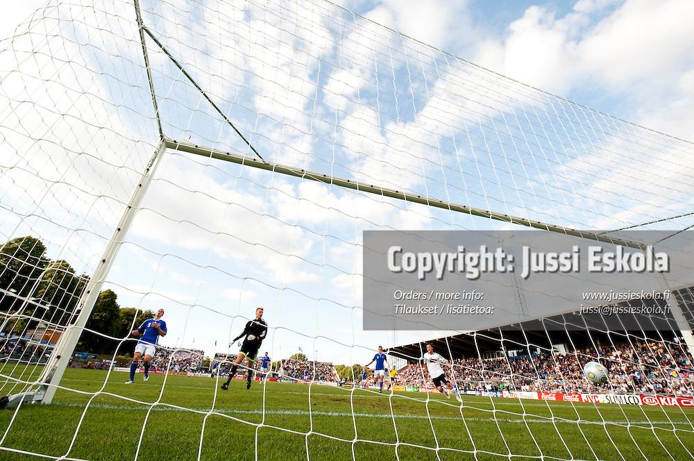 Saksa siirtyy 2-0-johtoon. Saksa - Suomi. Alle 21-vuotiaiden EM-turnaus. Halmstad, Ruotsi 18.6.2009. Photo: Jussi Eskola