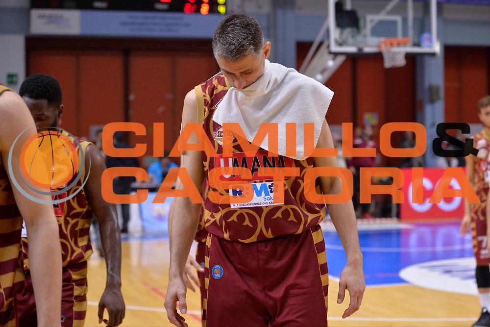 DESCRIZIONE : Cremona Lega A 2015-16 Play Off gara 2 Vanoli Cremona Umana Reyer Venezia <br /> GIOCATORE : Tomas Ress<br /> CATEGORIA :  Delusione<br /> SQUADRA : Umana Reyer Venezia<br /> EVENTO : Campionato Lega A 2015-2016 GARA : Vanoli Cremona vs Umana Reyer Play Off gara 2<br /> DATA : 10/05/2016 <br /> SPORT : Pallacanestro <br /> AUTORE : Agenzia Ciamillo-Castoria/I.Mancini<br /> Galleria : Lega Basket A 2015-2016 Fotonotizia : Cremona Lega A 2015-16 PlayOff Gara 2  Vanoli Cremona Umana Reyer Venezia
